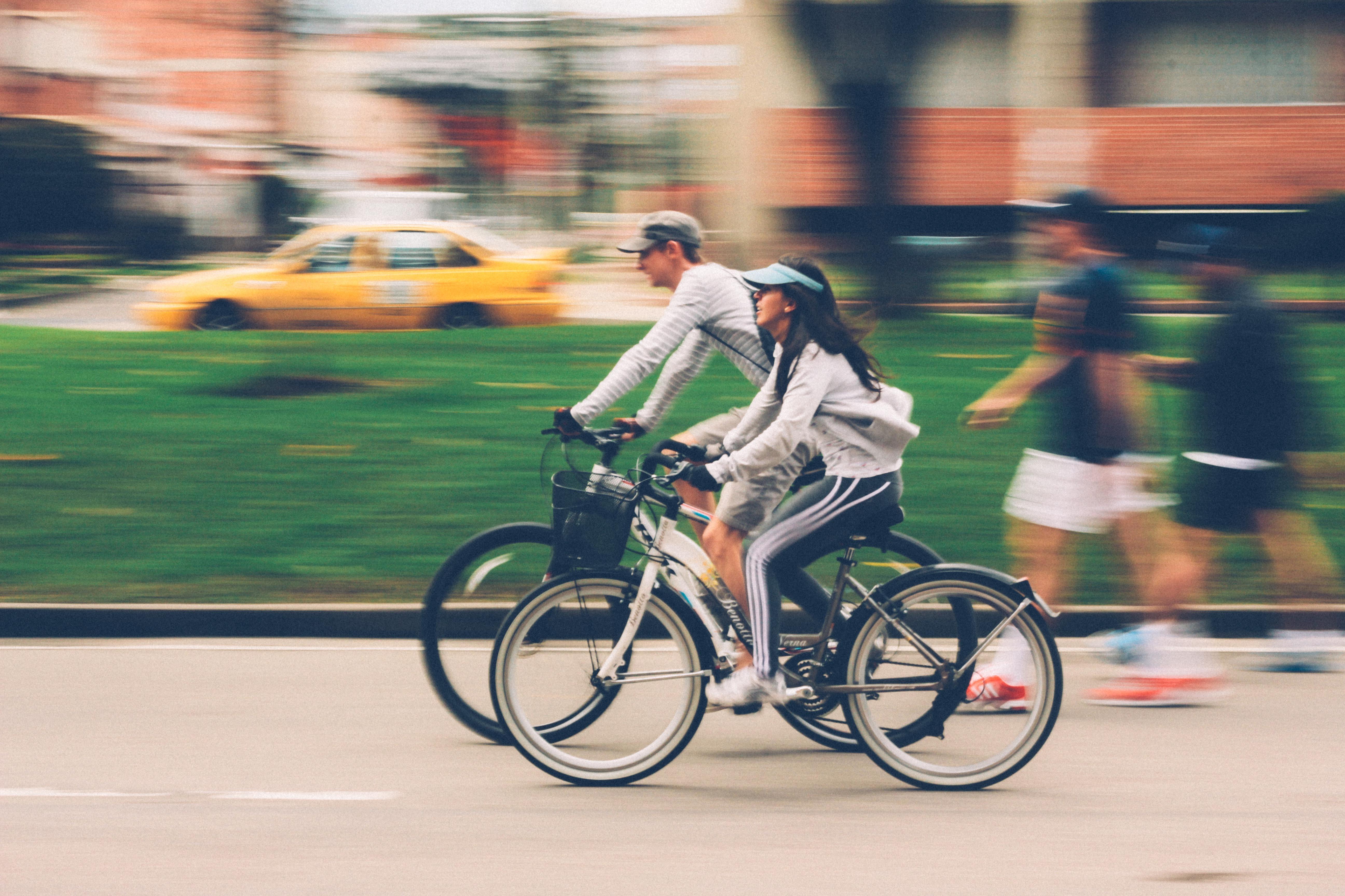 Naik Sepeda